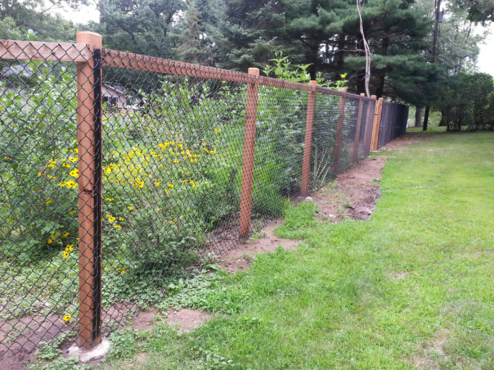 how to build a chicken wire fence around your garden